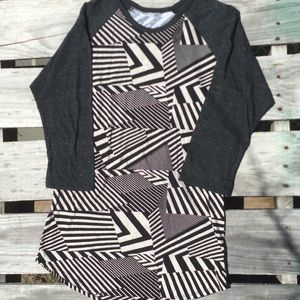🌸Bundle 3 for $30💗LuLaRoe Black/White Shirt